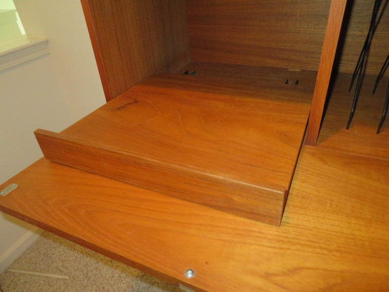 Handsome 3 Bay George Nelson Herman Miller CSS Wall Unit Mid-Century Modern In Good Condition For Sale In Medford, NJ