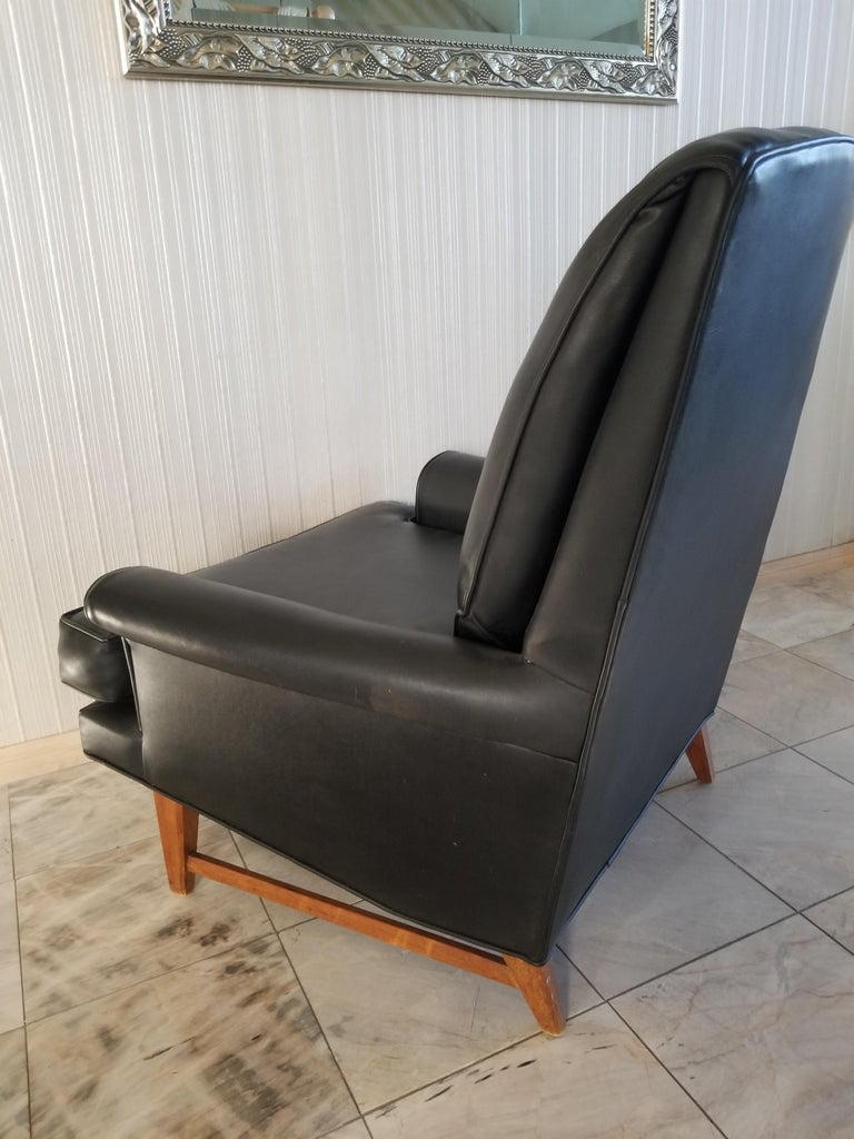 Handsome Heritage Black Leather Lounge Tufted Chair Ed Wormley Dunbar Era, 1950s For Sale 2