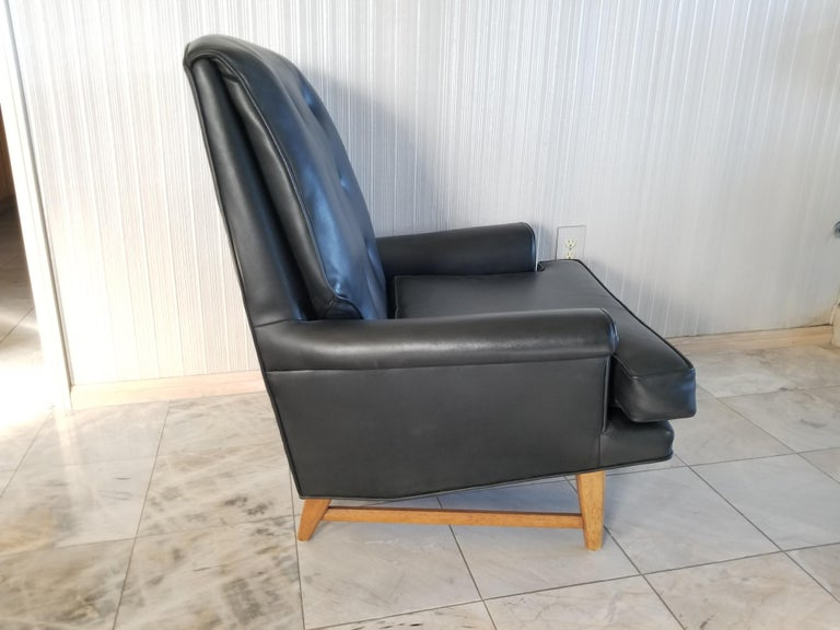 Mid-20th Century Handsome Heritage Black Leather Lounge Tufted Chair Ed Wormley Dunbar Era, 1950s For Sale