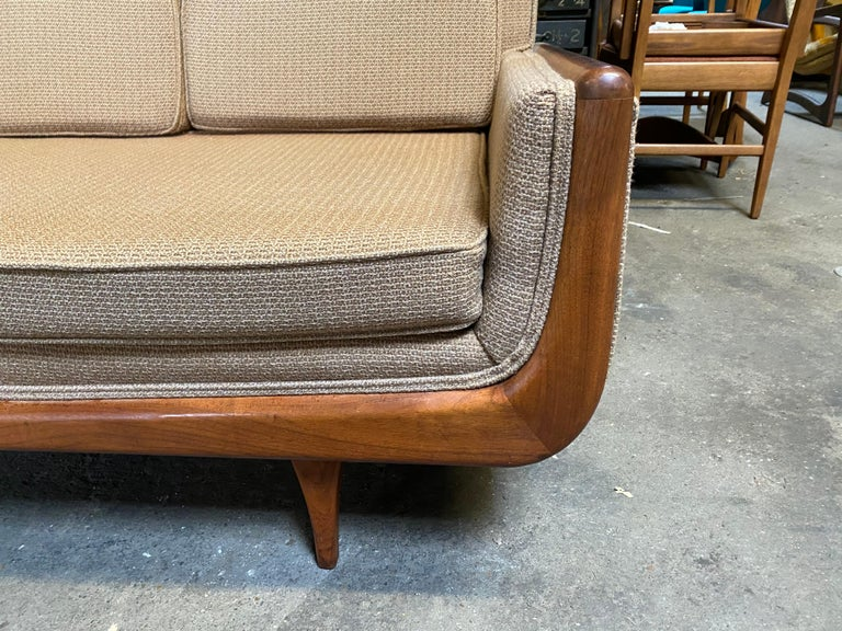 Handsome Mid-Century Modern Sofa, Manner of Adrian Pearsall In Good Condition For Sale In Buffalo, NY