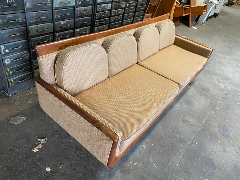 Handsome Mid-Century Modern Sofa, Manner of Adrian Pearsall For Sale 1