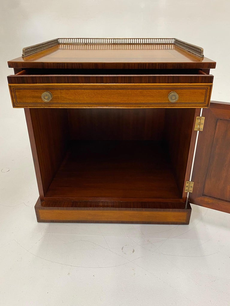 Handsome Regency Style Mahogany and Satinwood Inlay Chest Cabinet Nightstand In Good Condition For Sale In Hopewell, NJ