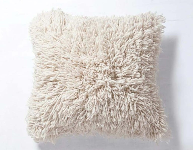 Handwoven Modern Organic Wool Throw Pillow in Silver, in Stock In New Condition For Sale In Los Angeles, CA