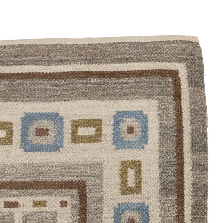 Handwoven Swedish Wool rug in Flat-Weave signed V.J. In Good Condition For Sale In Stockholm, SE