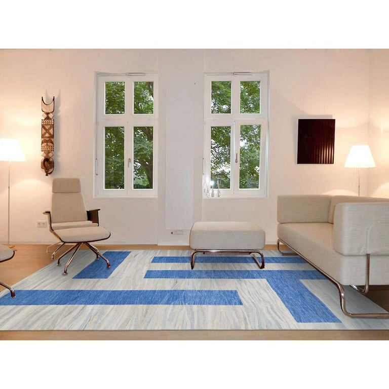 21th Century Modern Abstract Handwoven Two-Tone Kilim Carpet In New Condition For Sale In Berlin, DE