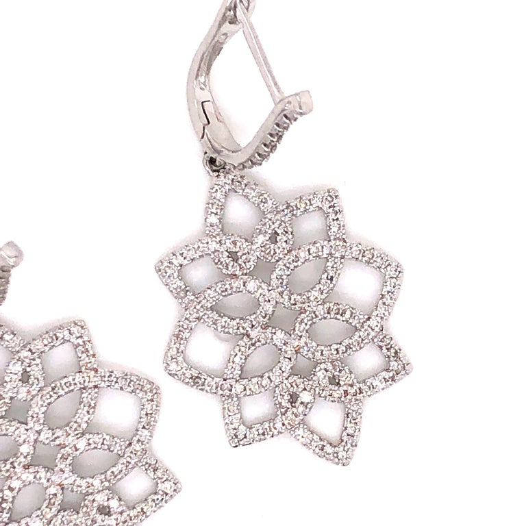 Round Cut Hanging 1.42 Carat Diamonds Earrings For Sale