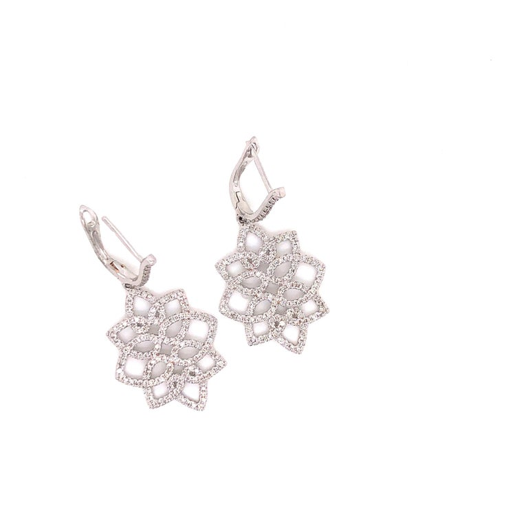 Hanging 1.42 Carat Diamonds Earrings In Excellent Condition For Sale In New York, NY