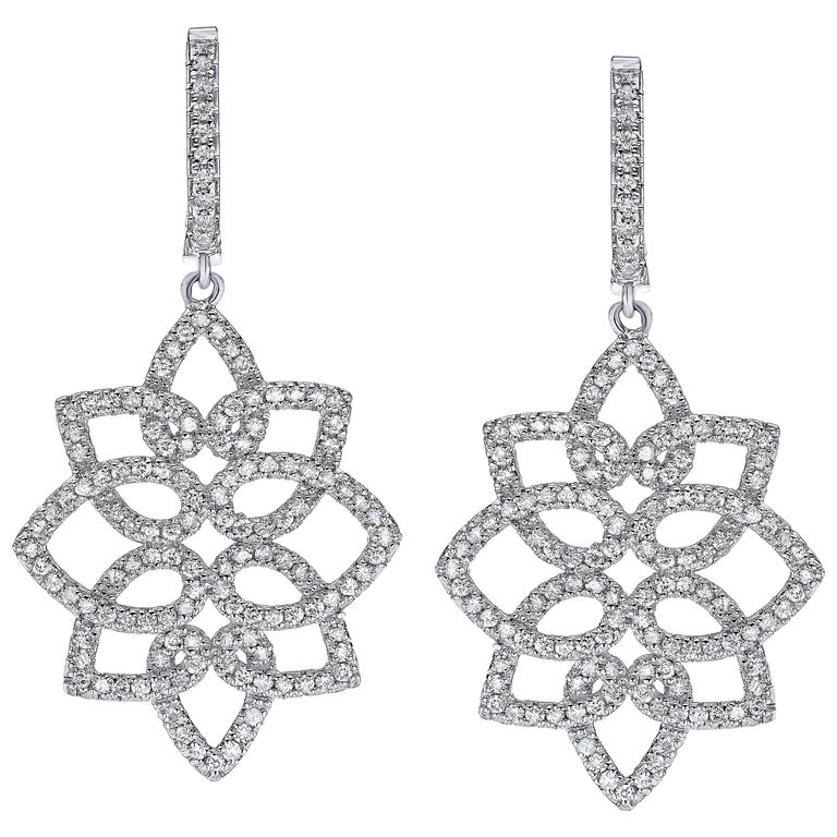 Hanging 1.42 Carat Diamonds Earrings For Sale