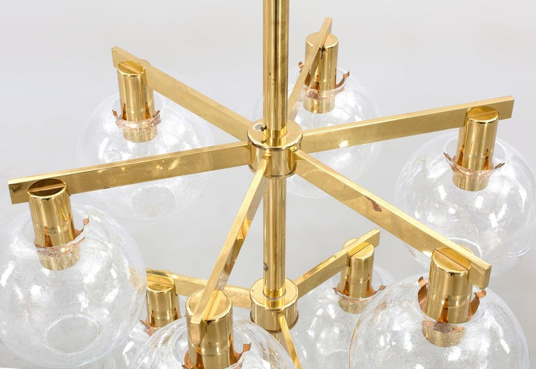 Hans-Agne Jakobsson Pair of Swedish mid-century Brass blown glass Chandeliers  In Excellent Condition For Sale In Barcelona, ES