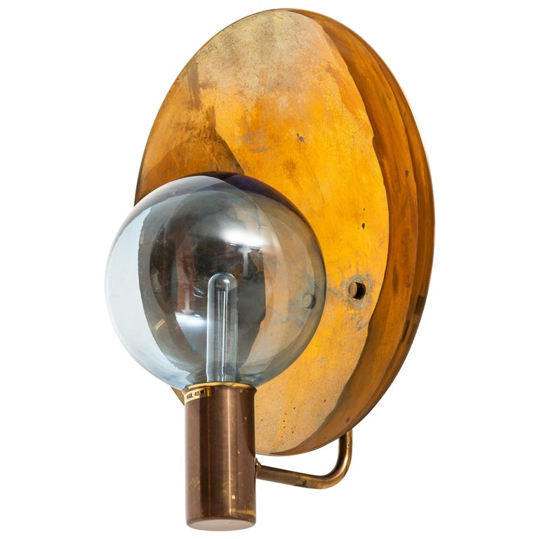 Hans-Agne Jakobsson model V-180 wall lamp, 1950s, offered by Studio Schalling