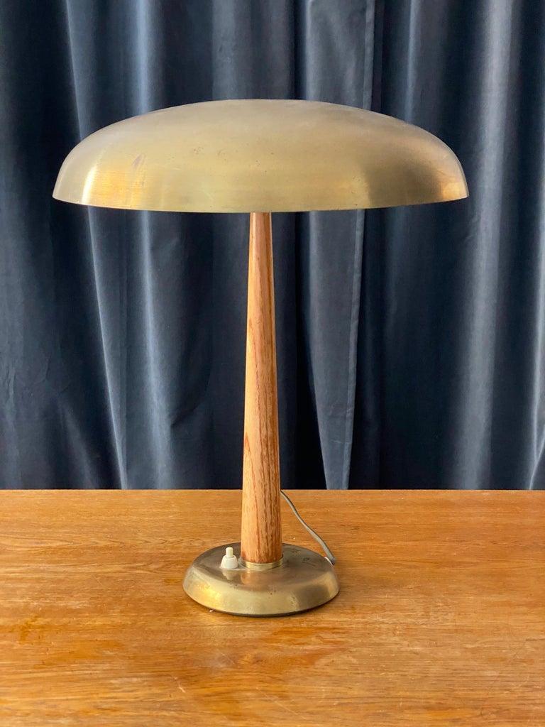 Scandinavian Modern Hans Bergström (Attribution) Functionalist table lamp brass & oak, Sweden 1940s For Sale