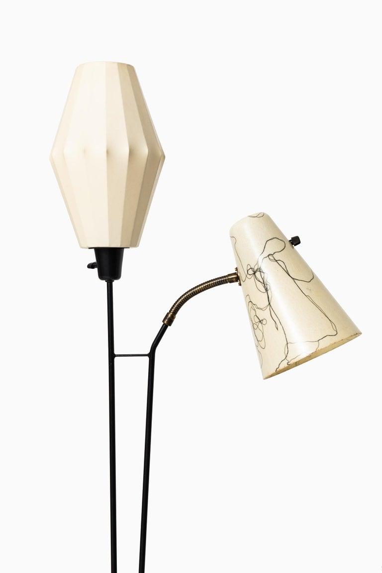 Rare floor lamp designed by Hans Bergström. Produced by Ateljé Lyktan in Åhus, Sweden.