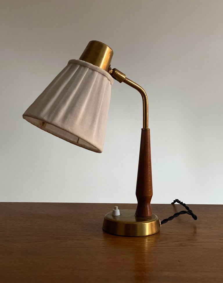 A small adjustable functionalist desk light / table lamp. Designed by Hans Bergström for his own firm, Ateljé Lyktan, Sweden 1940s. Marked with manufacturers mark and model number