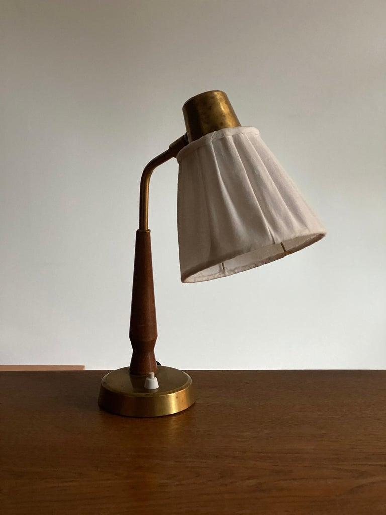 Swedish Hans Bergström, Small Table Lamp Wood Brass, Fabric, Ateljé Lyktan, Sweden 1940s For Sale