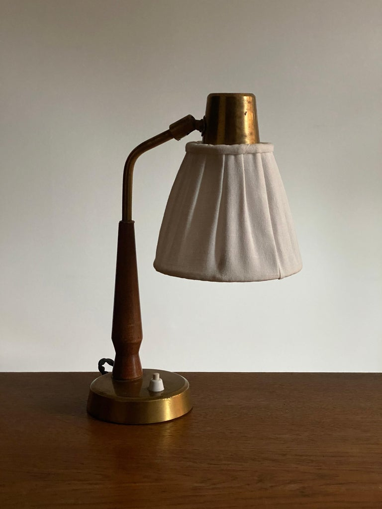 Hans Bergström, Small Table Lamp Wood Brass, Fabric, Ateljé Lyktan, Sweden 1940s In Good Condition For Sale In West Palm Beach, FL