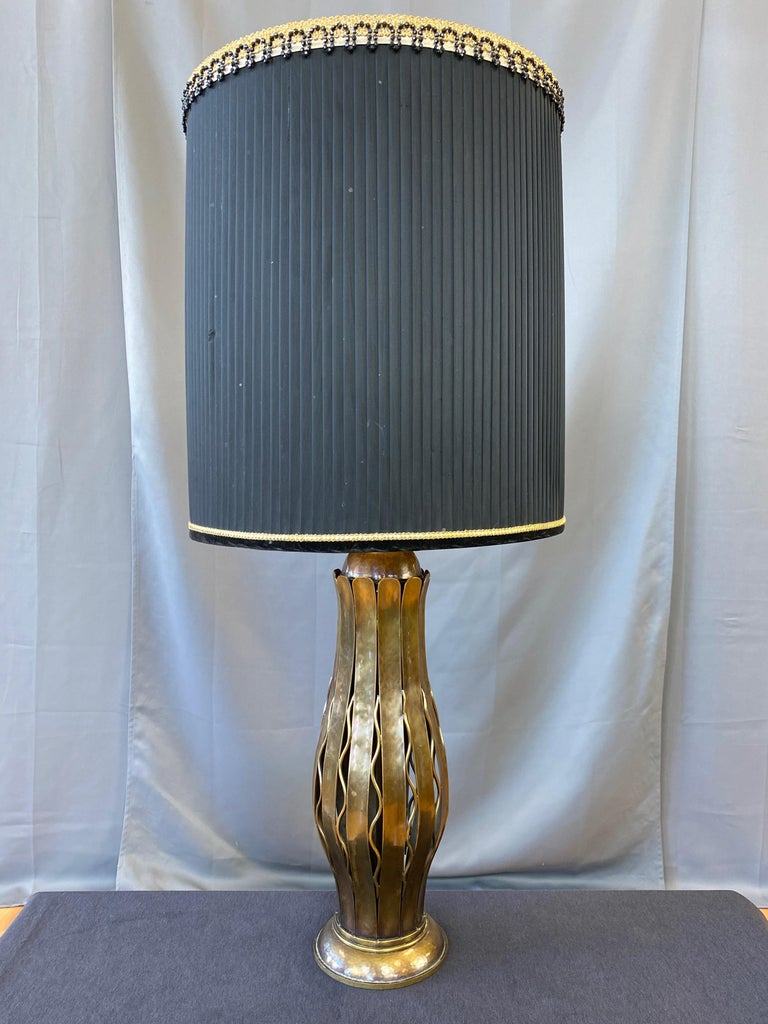Hollywood Regency Hans Grag for Gump's Hammered Copper and Brass Table Lamp, 1950s For Sale