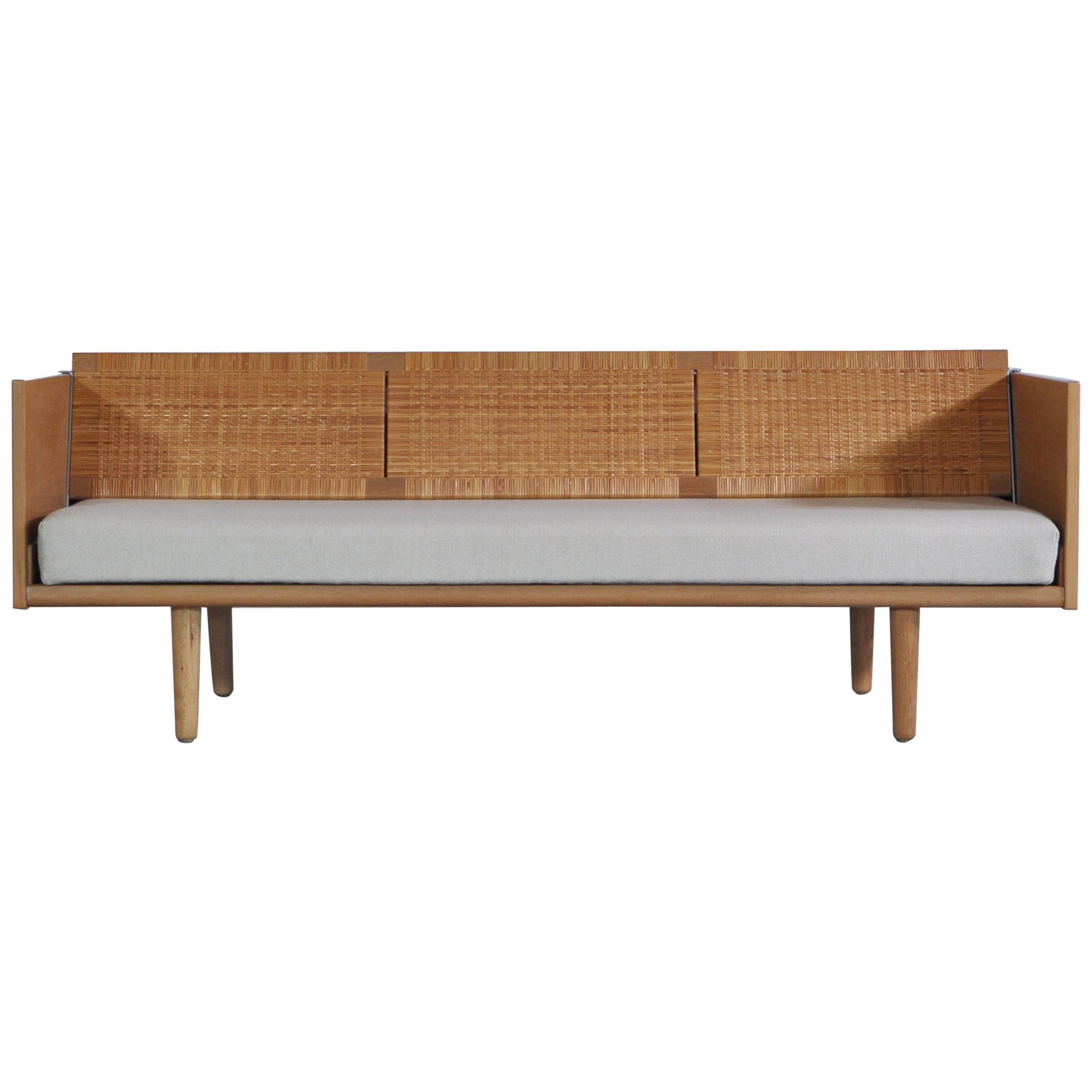 """Hans J. Wegner 1950s Danish Modern Daybed in Oak and Rattan """"GE7"""" Made at GETAMA"""