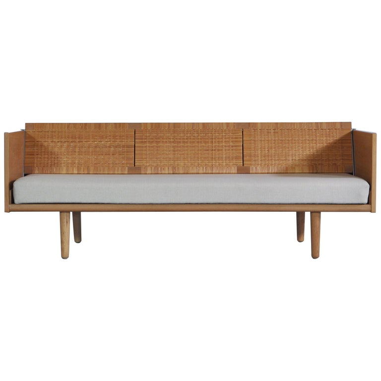 "Hans J. Wegner 1950s Danish Modern Daybed in Oak and Rattan ""GE7"" Made at GETAMA For Sale"