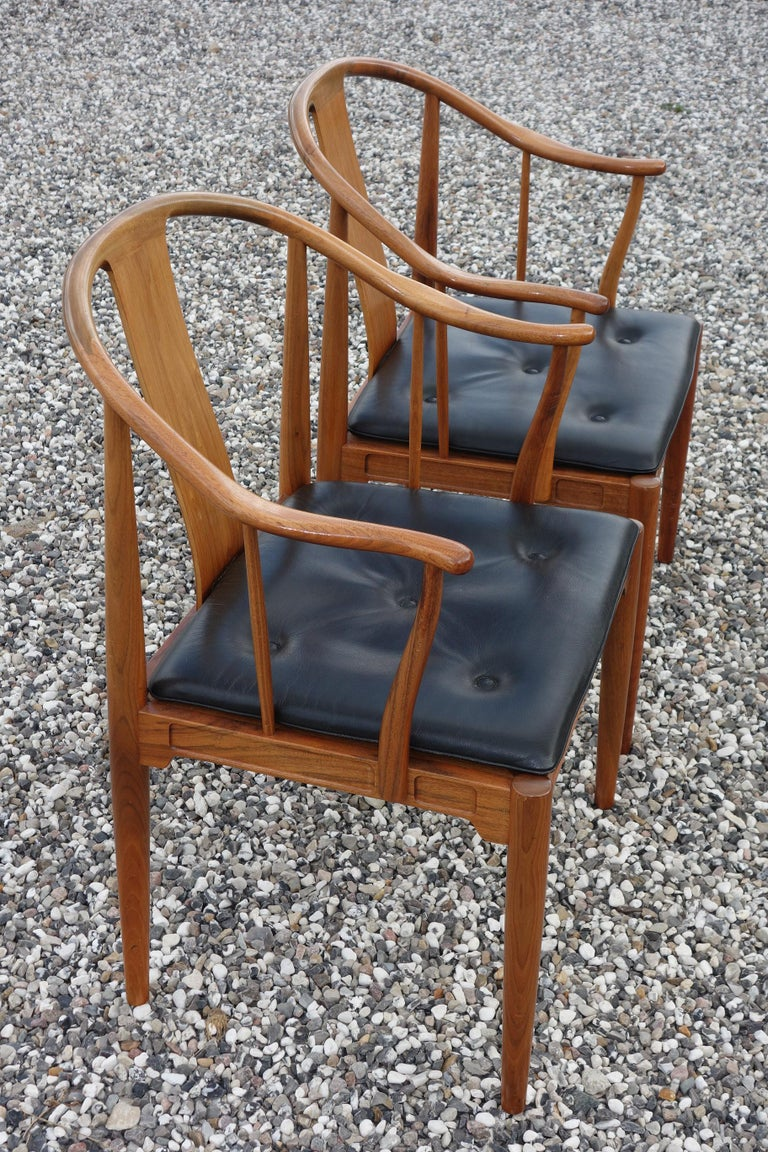 """Danish Hans J. Wegner, a Pair of 1977 Limited Edition Walnut Armchairs """"China Chairs"""" For Sale"""