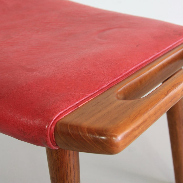 Hans J. Wegner Armchair 'Papa Bear' 'Red Leather' and Footstool In Good Condition For Sale In Berlin, Berlin
