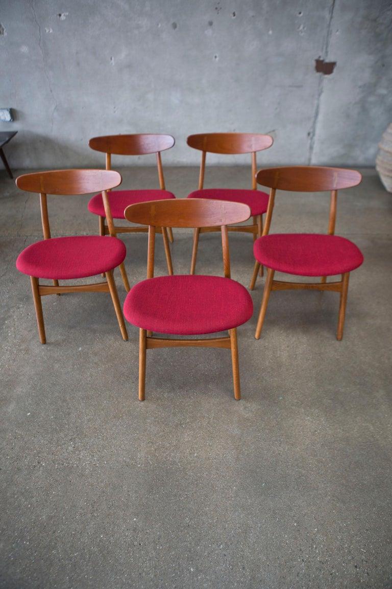 Hans J. Wegner CH30 Chairs in Teak and Oak Set of Five, Denmark, 1950s For Sale 4