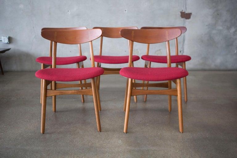 Hans J. Wegner CH30 Chairs in Teak and Oak Set of Five, Denmark, 1950s For Sale 12