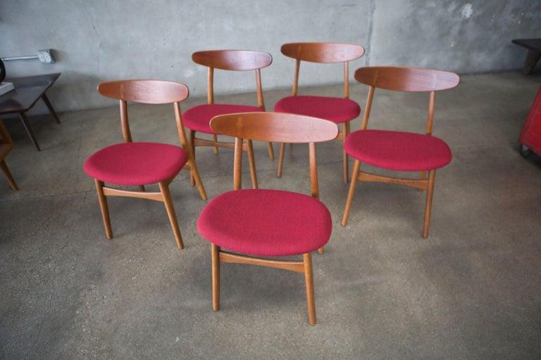 Mid-Century Modern Hans J. Wegner CH30 Chairs in Teak and Oak Set of Five, Denmark, 1950s For Sale