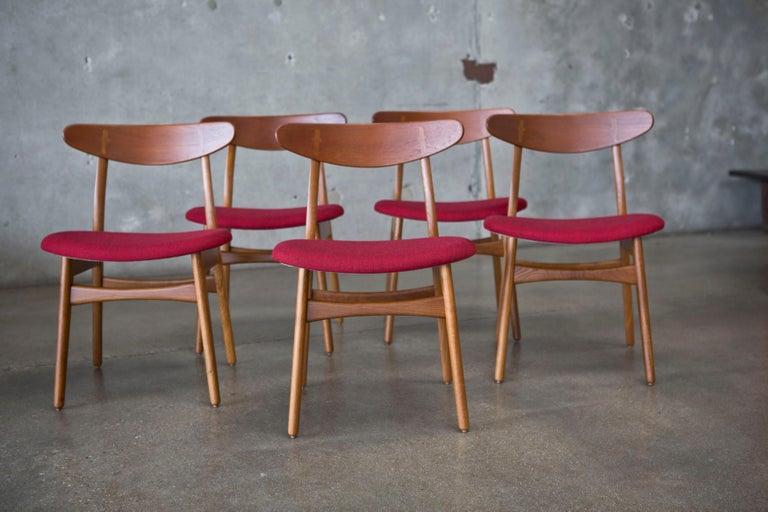 20th Century Hans J. Wegner CH30 Chairs in Teak and Oak Set of Five, Denmark, 1950s For Sale