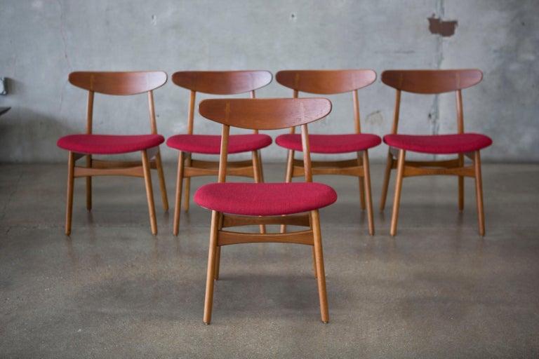Hans J. Wegner CH30 Chairs in Teak and Oak Set of Five, Denmark, 1950s For Sale 2