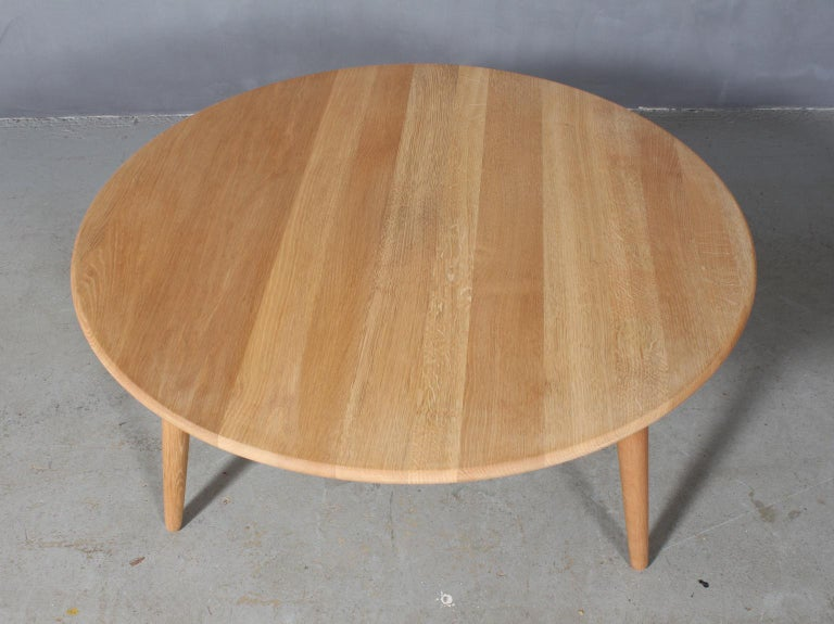 Hans J. Wegner coffee table, solid oak.