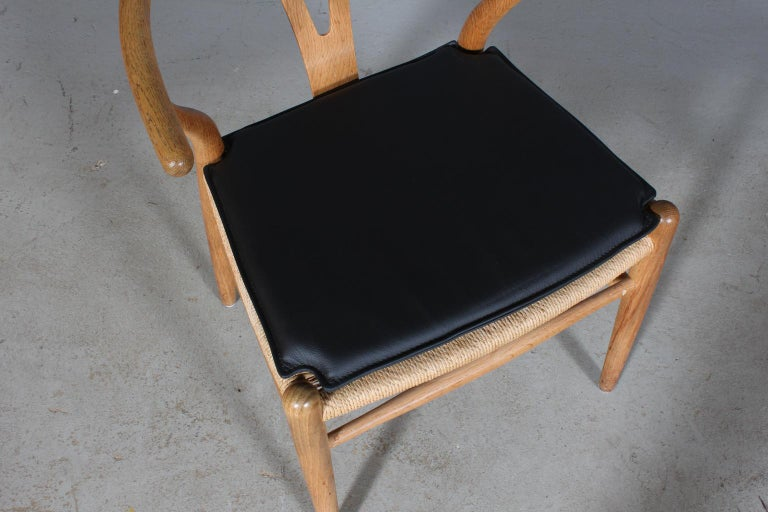Hans J. Wegner cushions for wishbone chair model CH24.