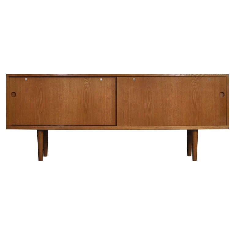 "Hans J. Wegner Danish Modern Sideboard in Oak Model ""RY26"", 1960s For Sale"