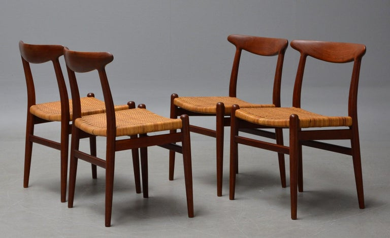 Hans J. Wegner, Dining Chairs Model W2 'Set of 4', Teak and Patinated Wicker In Excellent Condition For Sale In Roskilde, Sealand