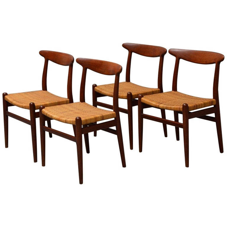 Hans J. Wegner, Dining Chairs Model W2 'Set of 4', Teak and Patinated Wicker For Sale