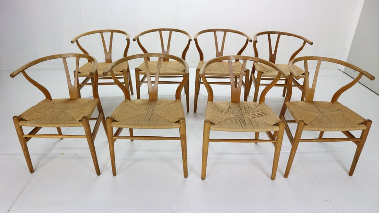 Hans J. Wegner Dinning Room Set- 8 Of Wishbone CH24 Chairs & Dining Table AT-312 For Sale 5
