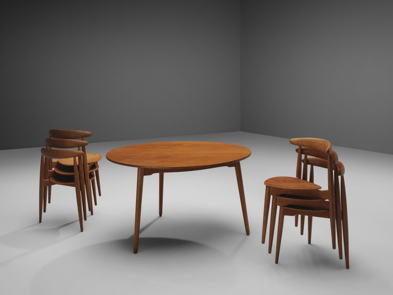 Hans J. Wegner for Fritz Hansen Set of 6 Chairs 'FH4103' with Round Dining Table For Sale 3