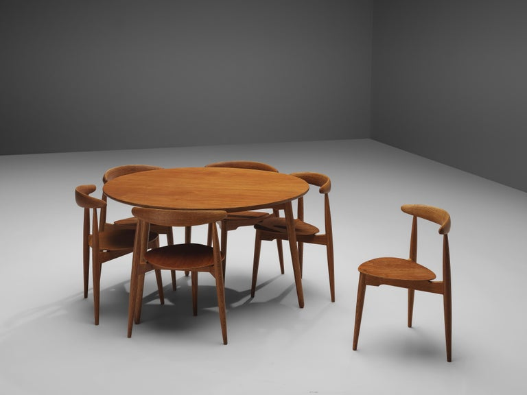 Danish Hans J. Wegner for Fritz Hansen Set of 6 Chairs 'FH4103' with Round Dining Table For Sale
