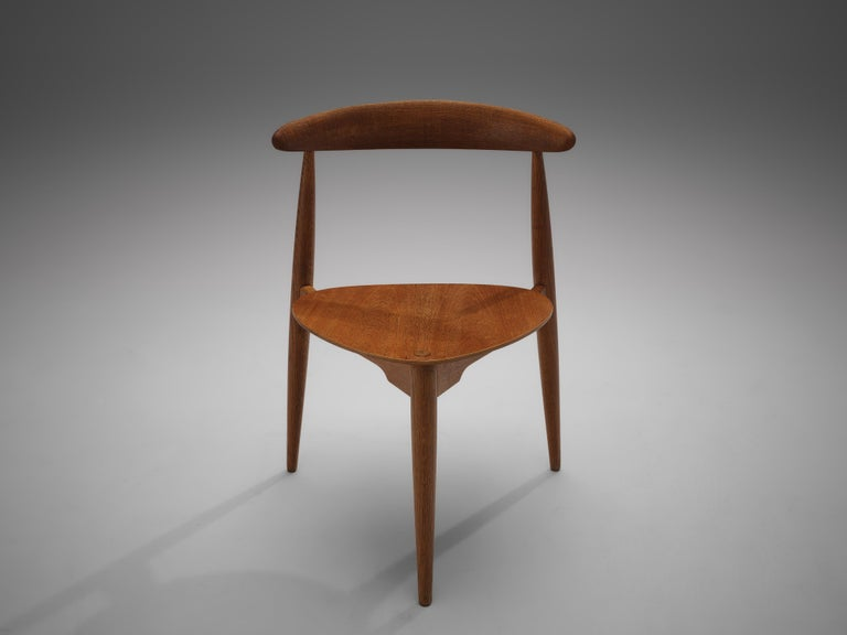 Hans J. Wegner for Fritz Hansen Set of 6 Chairs 'FH4103' with Round Dining Table In Good Condition For Sale In Waalwijk, NL