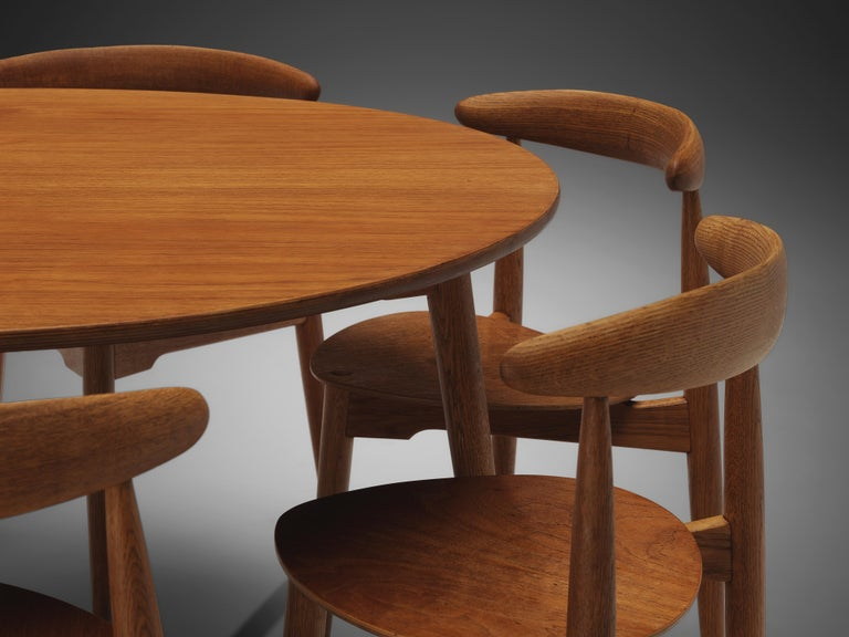 Hans J. Wegner for Fritz Hansen Set of 6 Chairs 'FH4103' with Round Dining Table For Sale 2