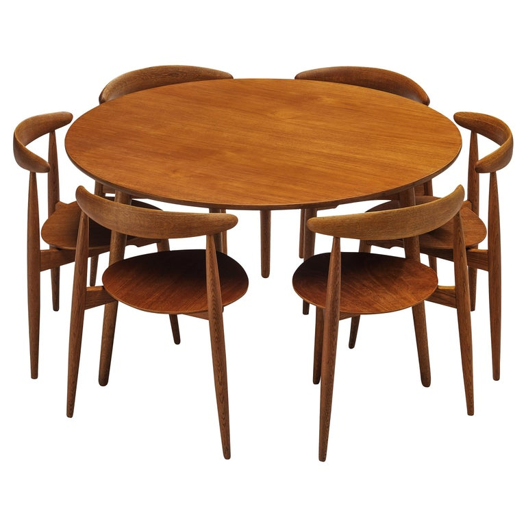 Hans J. Wegner for Fritz Hansen Set of 6 Chairs 'FH4103' with Round Dining Table For Sale