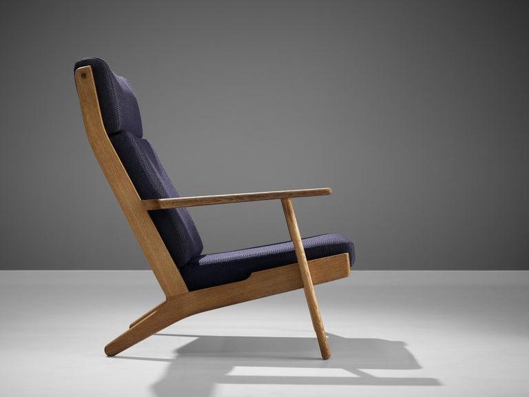 Scandinavian Modern Hans J. Wegner for GETAMA Lounge Chair Ge290 For Sale