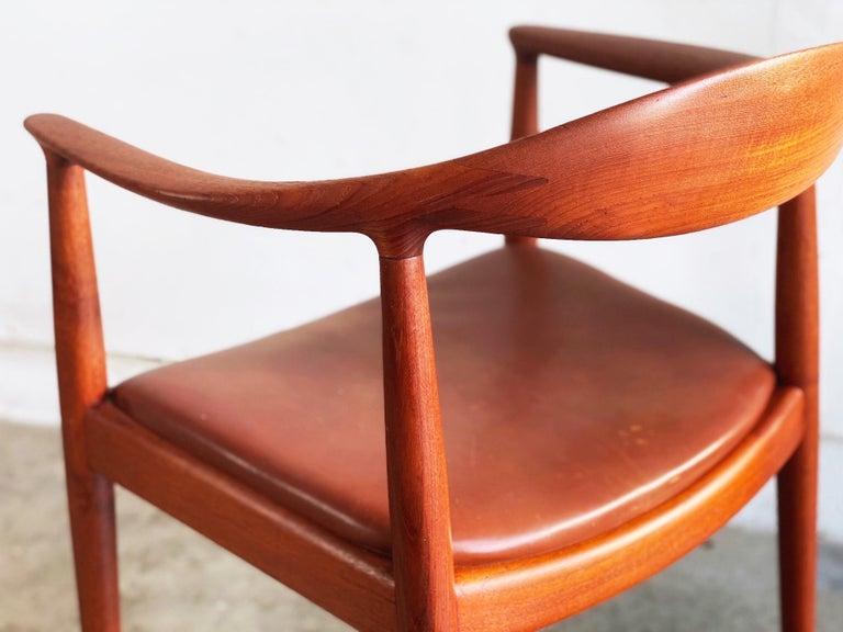 20th Century Hans J. Wegner for Johannes Hansen Teak and Cognac Leather Round Chair For Sale