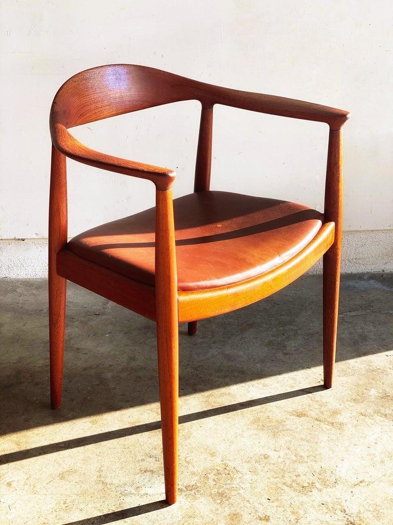 Hans J. Wegner for Johannes Hansen Teak and Cognac Leather Round Chair For Sale 1