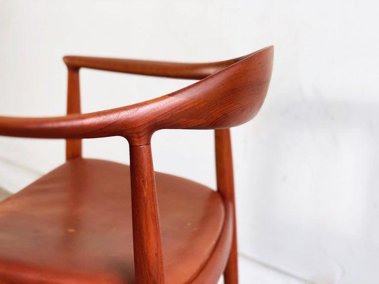Hans J. Wegner for Johannes Hansen Teak and Cognac Leather Round Chair For Sale 2