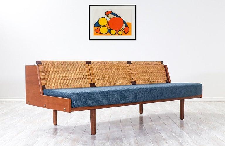 Mid-Century Modern Hans J. Wegner GE-259 Adjustable Cane Daybed for GETAMA For Sale