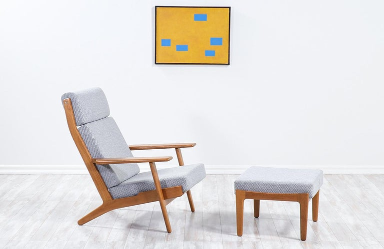 Hans J. Wegner GE-290 oak lounge chair with ottoman for GETAMA