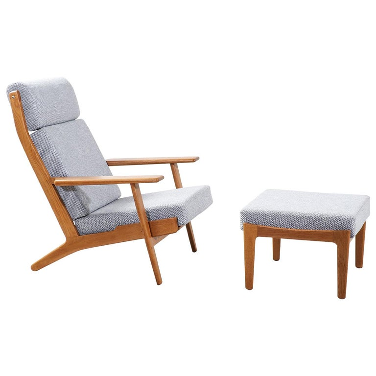 Hans J. Wegner GE-290 Oak Lounge Chair with Ottoman for GETAMA For Sale