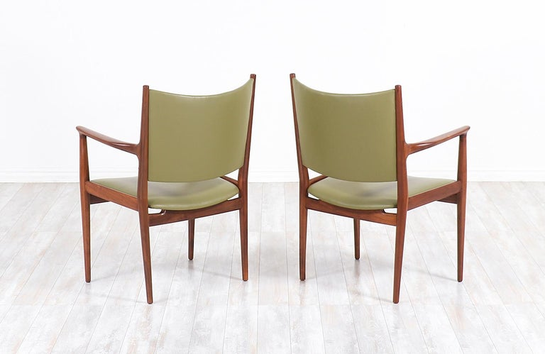 Hans J. Wegner JH-509 Armchairs for Johannes Hansen In Excellent Condition For Sale In Los Angeles, CA