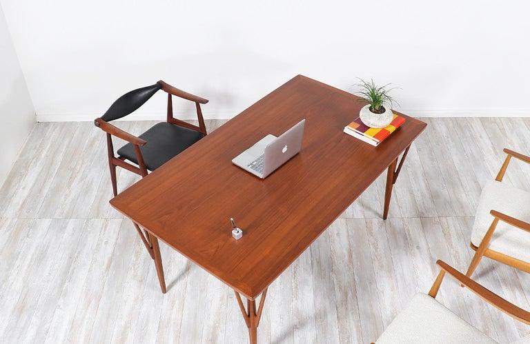 Hans J. Wegner JH-561 Dining Table / Desk for Johannes Hansen For Sale 3