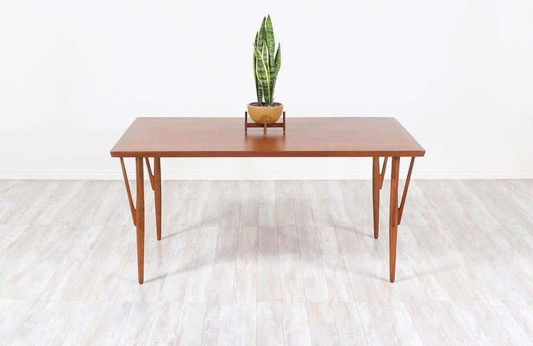 Hans J. Wegner JH-561 Dining Table / Desk for Johannes Hansen In Excellent Condition For Sale In Los Angeles, CA